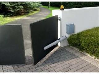 В чем особенности автоматики для распашных ворот наружу и как она функционирует